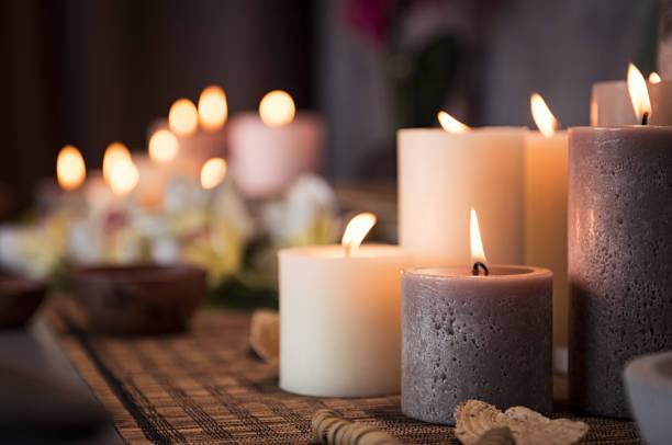 spa z aromatycznymi świecami - perfumowany zdjęcia i obrazy z banku zdjęć