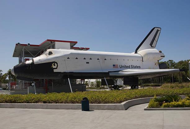 space-shuttle-explorer - kennedy space center stock-fotos und bilder