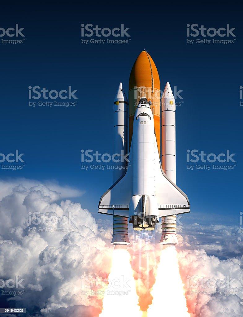Space Shuttle In den Wolken Einführung – Foto