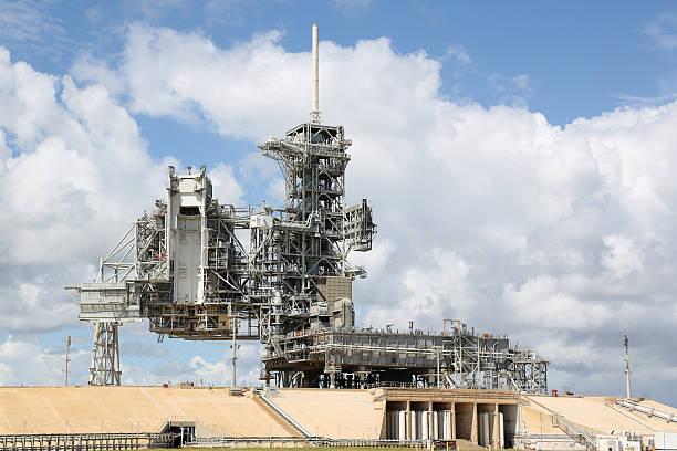 space shuttle launch pad - kennedy space center stock-fotos und bilder