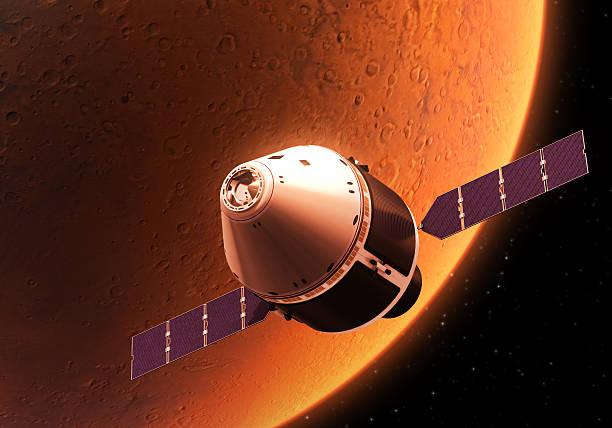 spacecraft orbiting red planet - esplorazione spaziale foto e immagini stock