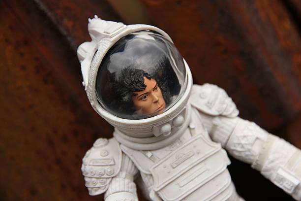 spaceships und terror - sigourney weaver filme stock-fotos und bilder