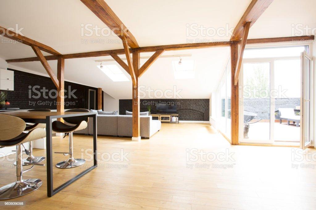 広々 とした屋根裏部屋 - からっぽのロイヤリティフリーストックフォト