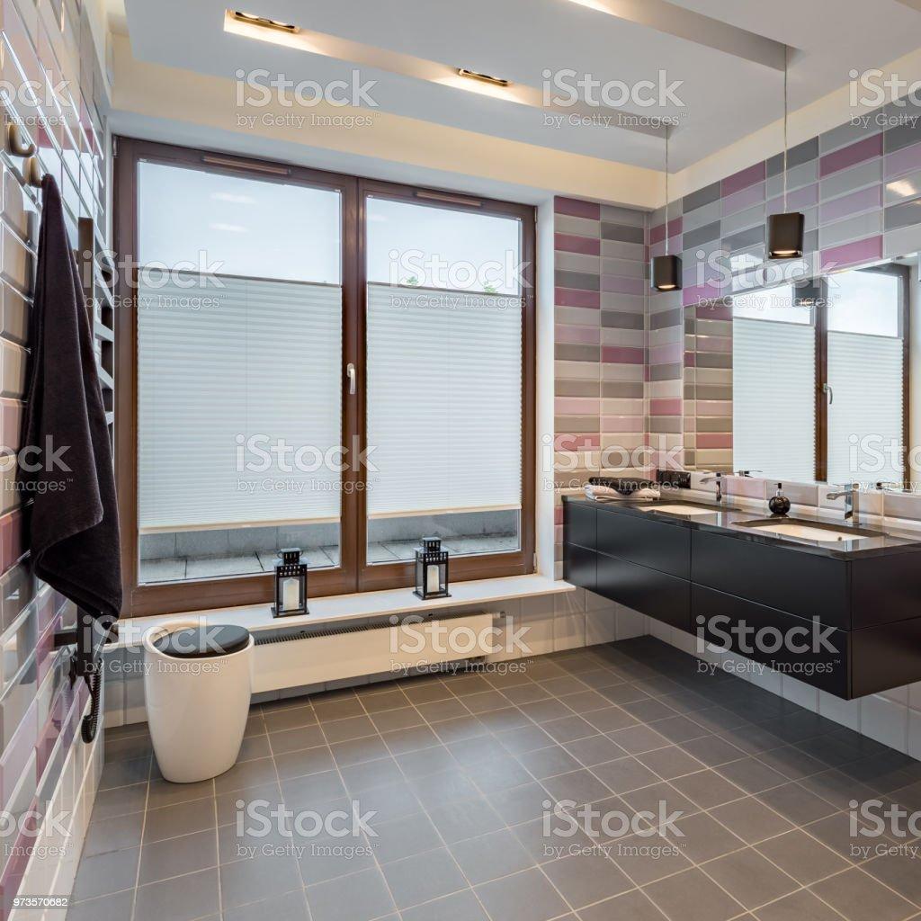Salle De Bain Brique photo libre de droit de salle de bain avec des carreaux de
