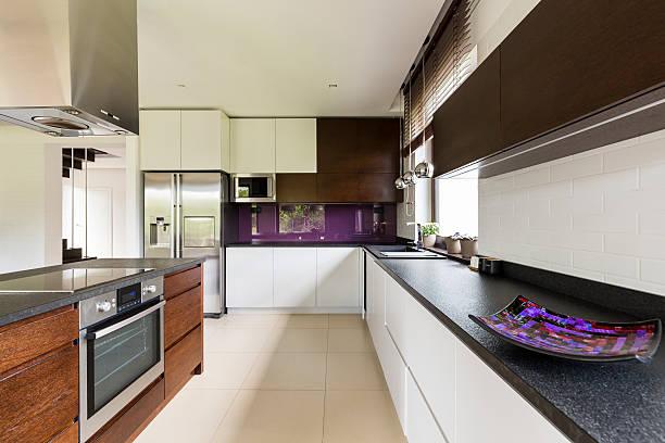 spacious kitchen for a talented chef - küche lila stock-fotos und bilder