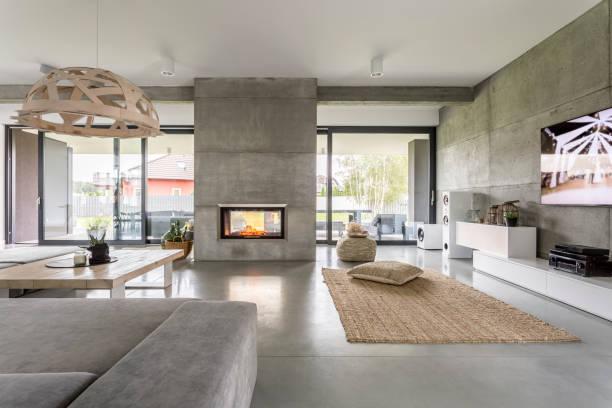 großzügige villa mit betonmauer - traumhaus stock-fotos und bilder