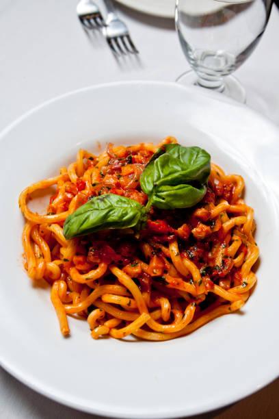 spagetti with red sauce - gemüsenudelschneider stock-fotos und bilder
