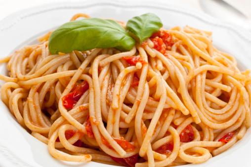 Wholewheat organic spaghetti with real tomato sauce and basil