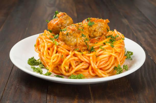 espaguetis y albóndigas - studioimagen73 fotografías e imágenes de stock