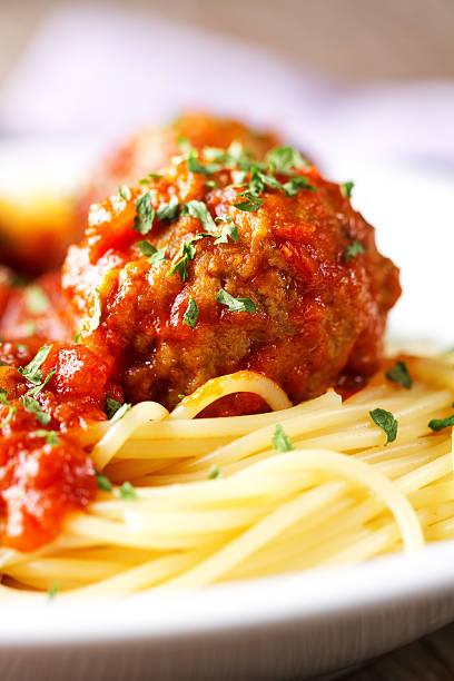 Spaghetti und Frikadellen – Foto