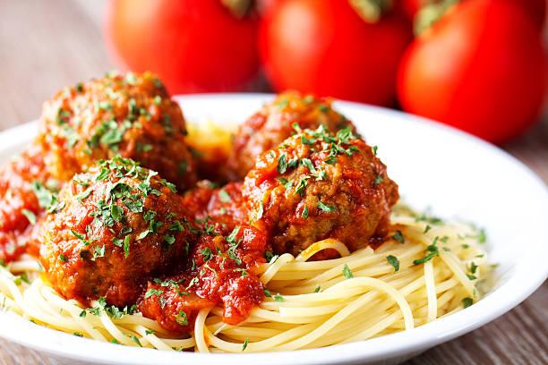 spaghetti and meatballs - i̇talyan mutfağı stok fotoğraflar ve resimler