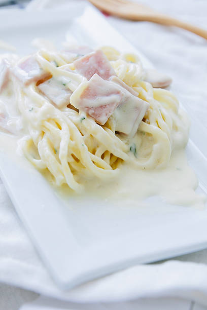 spaghetti cabonara. - pasta cabonara stock-fotos und bilder