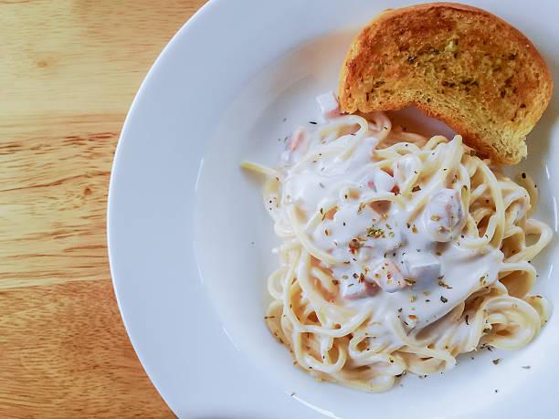 spaghetti cabonara - pasta cabonara stock-fotos und bilder