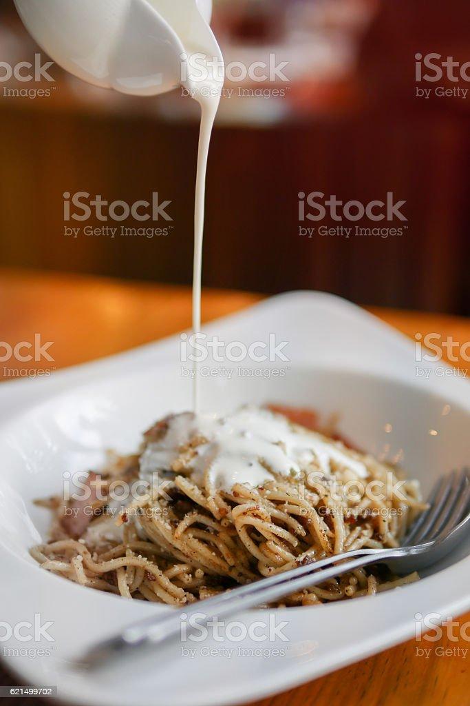 spaghetti carbonara pasta alfredo sauce with bacon Lizenzfreies stock-foto