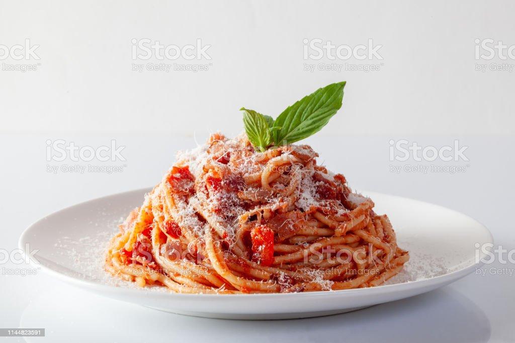 Spaghetti in a dish on a white background - Foto stock royalty-free di Acciuga