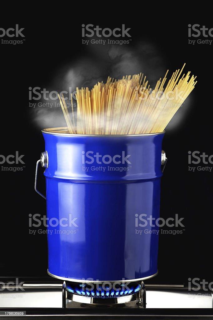 spaghetti in pentola royalty-free stock photo