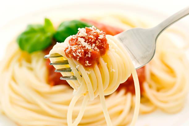 spaghetti napoli - spaghetti tomatensauce stock-fotos und bilder