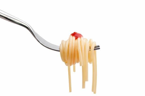 spaghetti an der gabelung links - pasta deli stock-fotos und bilder