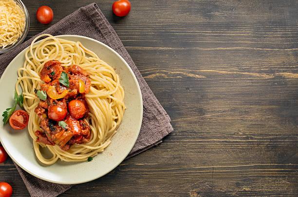 Cтоковое фото Спагетти макароны на стол с копией пространства