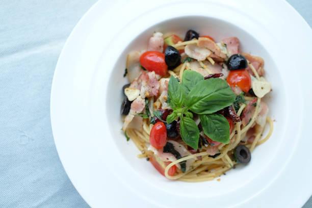 spaghetti - pasta cabonara stock-fotos und bilder