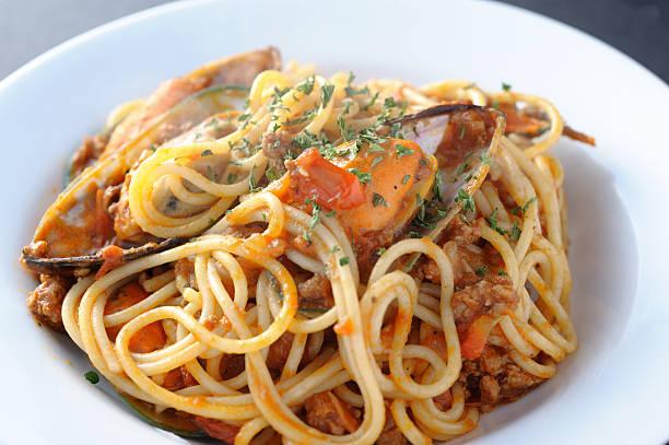spaghetti - weichtiere stock-fotos und bilder