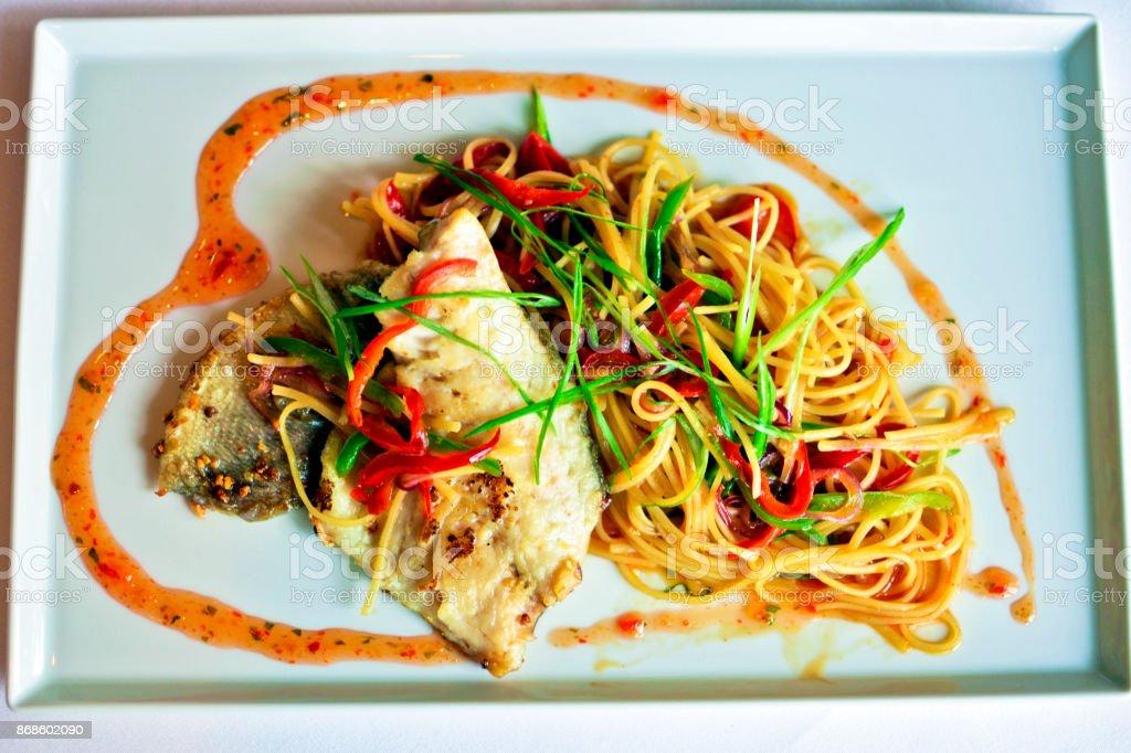 Espaguete pomodoro e butarga - foto de acervo