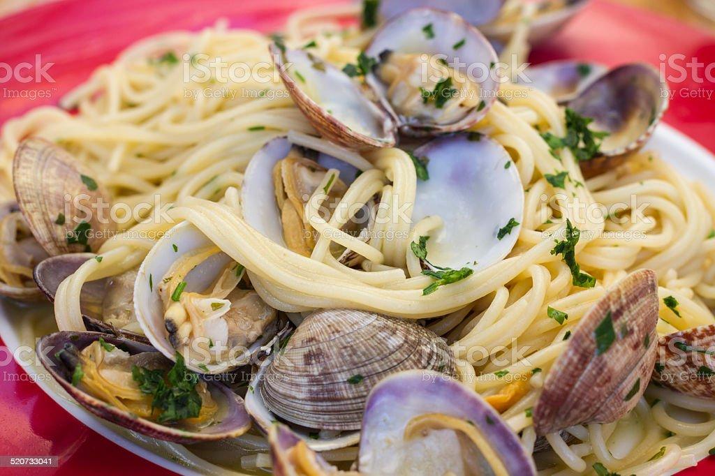 spaghetti con almejas - foto de stock