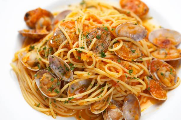 spaghetti med musslor - pasta vongole bildbanksfoton och bilder