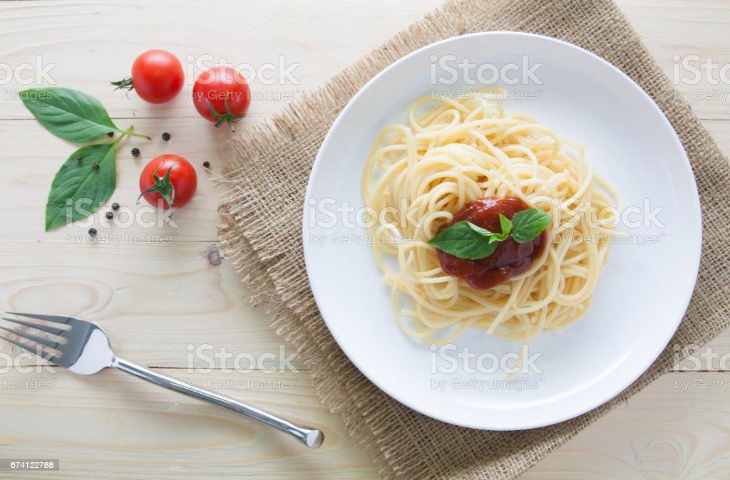 spaghetti with fresh tomatoes basil italian herbs on top view 免版稅 stock photo