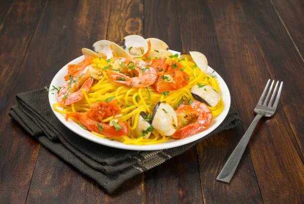 espaguetis con mariscos - studioimagen73 fotografías e imágenes de stock