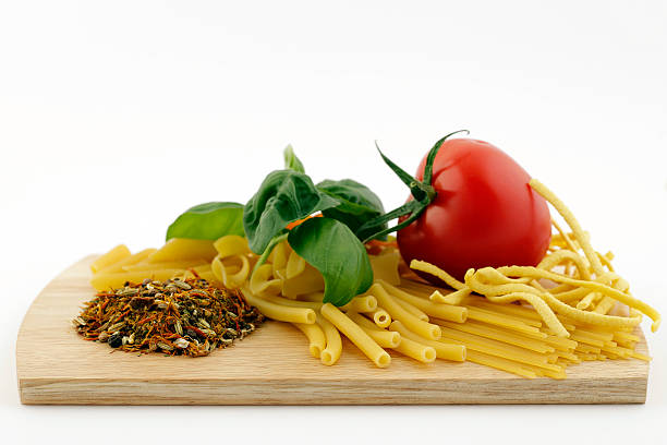 spaghetti with tomato, basil and herbs and spices - kochen mit oliver stock-fotos und bilder