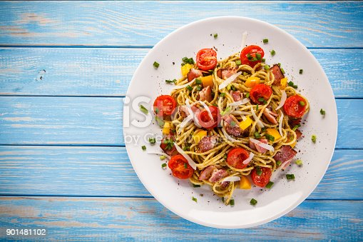 Spaghetti with vegetables and bacon
