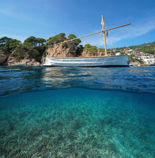 Puerto marino de España Costa Brava bajo el agua - foto de stock