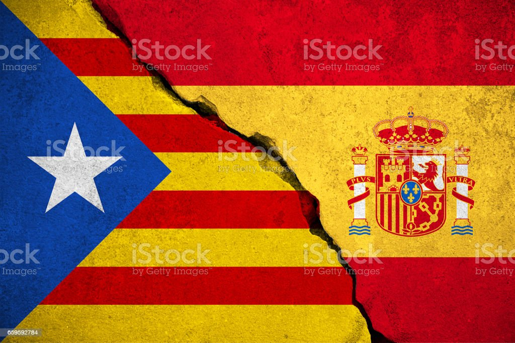 spain flag on broken brick wall and half catalan flag, vote referendum for catalonia independence exit national crisis separatism risk - foto stock
