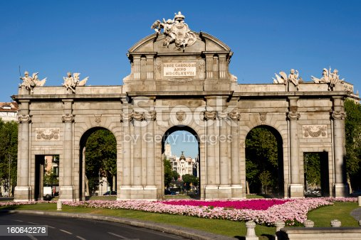 Puerta de Alcala and to the background the building Metropoli