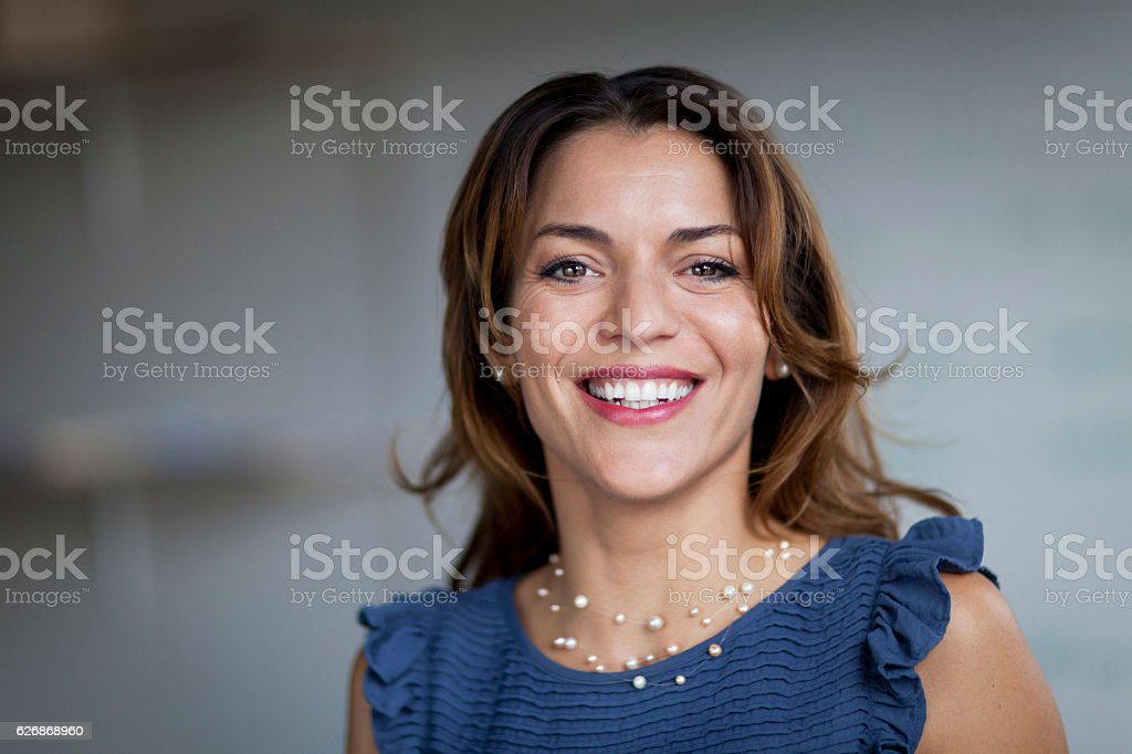 Spanish Businesswoman Smiling At the Camera. At the office. – Foto