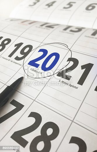 istock Spanish calendar day marked with a pen 895589452