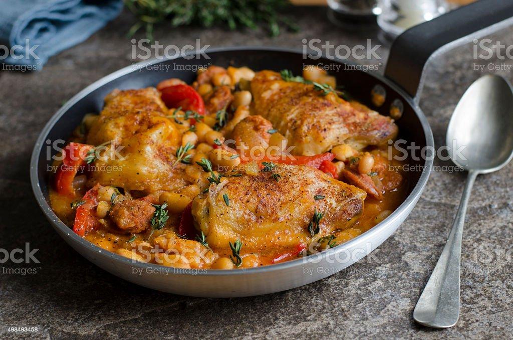 Espanhol frango com feijão - foto de acervo