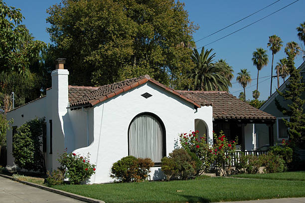 Spanish colonial revival bungalow Spanish colonial revival bungalow in the Palm Haven Historic District of San Jose, California, USA. Built in 1932 as part of a new concept, the planned Residence Park. bungalow stock pictures, royalty-free photos & images