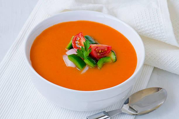 spanische küche.   gazpacho. - kalte tomatensuppe stock-fotos und bilder