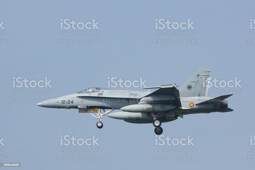 Spaanse F-18 Landing op Leeuwarden luchtmachtbasis foto