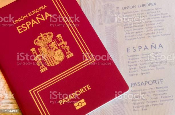 Spanish passport picture id671644800?b=1&k=6&m=671644800&s=612x612&h=jmtjskzzk2c6thl8egavb77dkicyirmxzeci0ntm9fs=