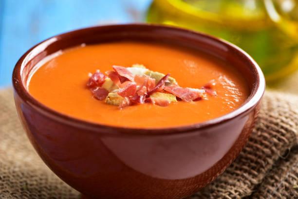spanische slamorejo oder porra, eine kalte tomatensuppe - hausgemachte tomatensuppen stock-fotos und bilder