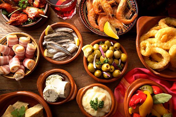spanische fotos: tapas-auswahl - spanisches essen stock-fotos und bilder