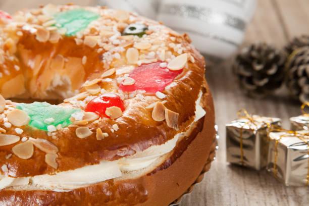 Primer plano de la torta de Epifanía típico español - foto de stock