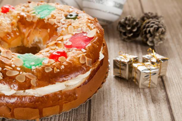 Torta de Epifanía típico español - foto de stock