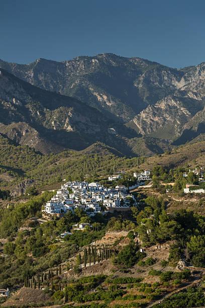 Cтоковое фото Испанская деревня в горах нижние склоны холмов