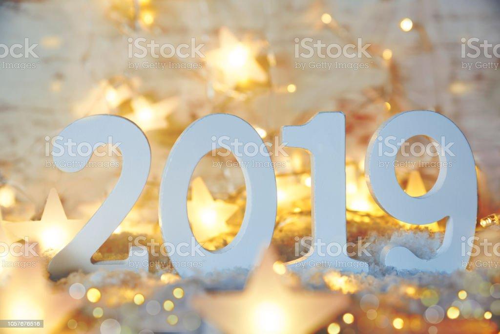 Funkelnde Lichterketten, Sternen, 2019 für glückliches neues Jahr – Foto