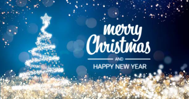sparkling gold und silber lichter xmas tree frohe weihnachten und happy new year ansage auf blauem hintergrund, schneeflocken, helle lichter dekoration. eleganten urlaub saison soziale digitale postkarte - es schneit text stock-fotos und bilder