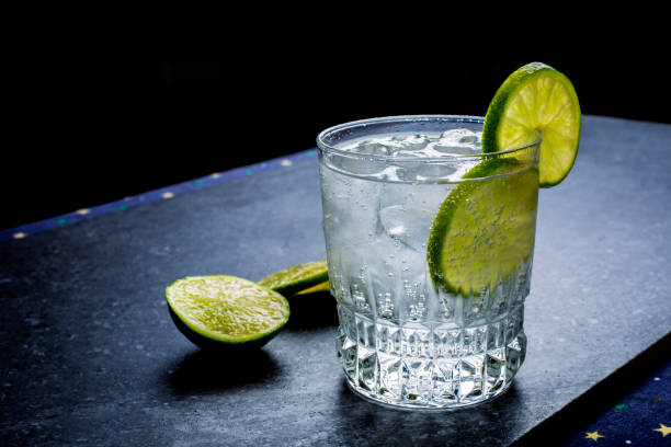 Sparkling water with lime Sparkling water with lime vodka stock pictures, royalty-free photos & images